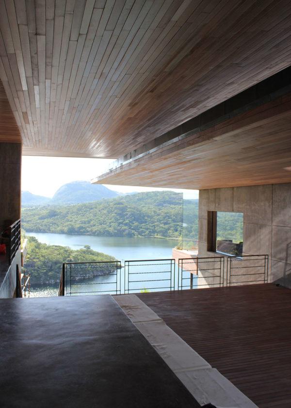 bruce-rowlands-gota-dam-residence-muzia-sforza-studio-seilern-architects-residential-architecture-east-africa-granite-timber_dezeen_936_0