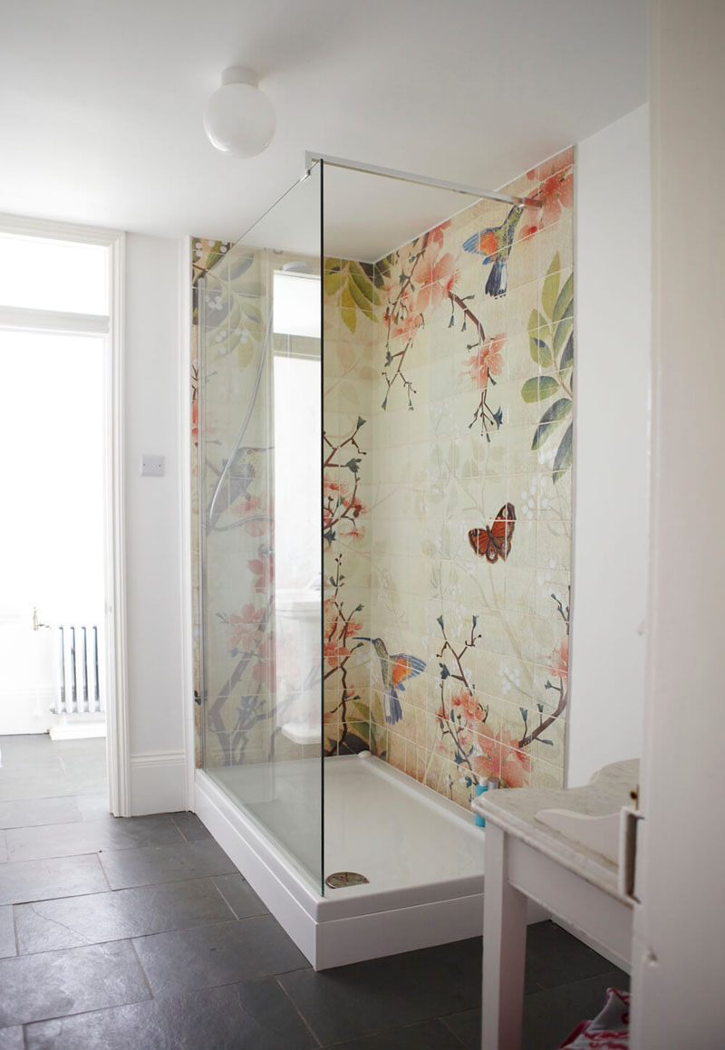 ducha-con-azulejos-de-color
